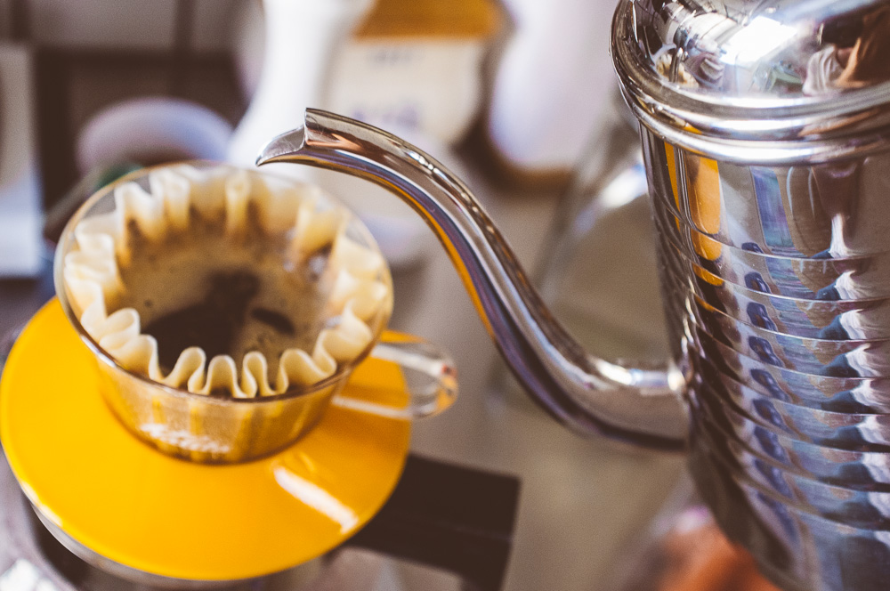 Pour over - manuell bryggning av kaffe med Kalita Wave.