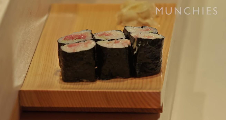 Äta sushi - så göra man.