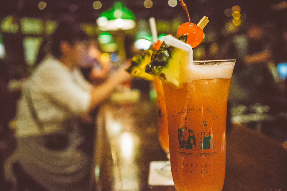 Singapore Sling på Long Bar i Raffles Hotel i Singapore.