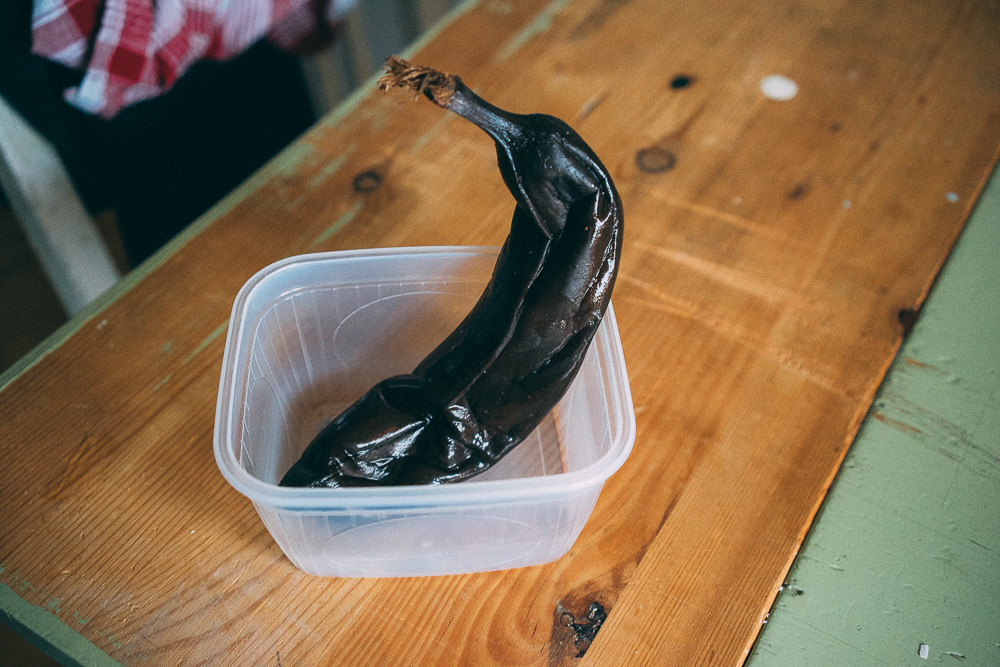 För riktigt god banankaka krävs riktigt, riktigt övermogna bananer. Helst svarta.