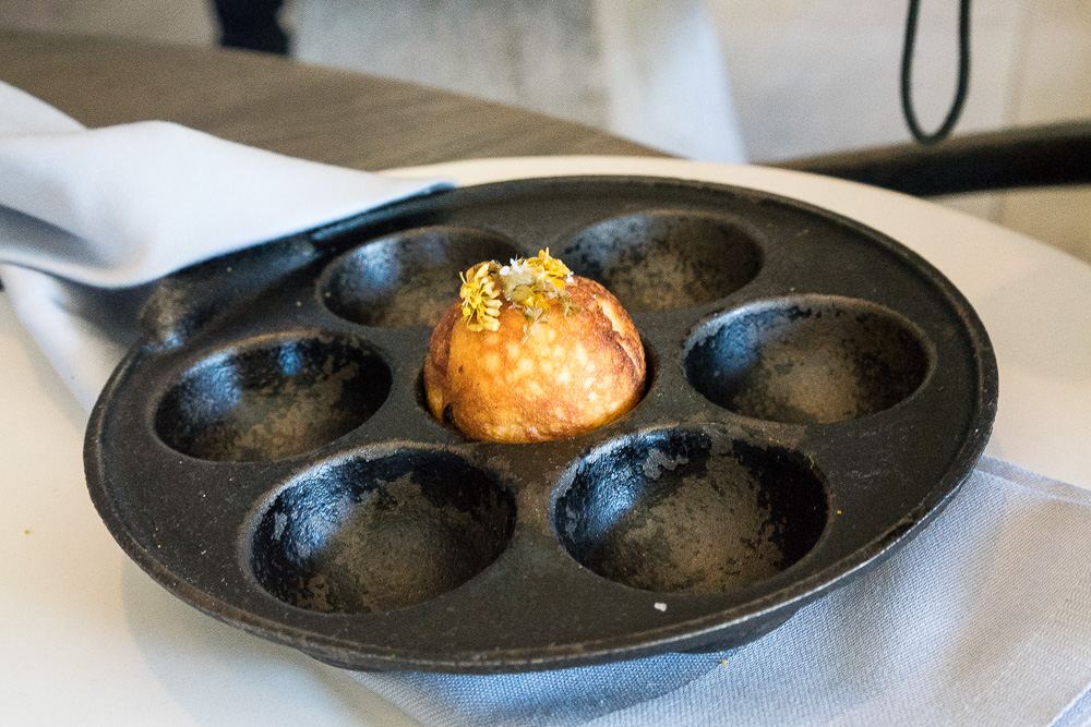 Æbleskiver med bittra örter (från den vegetariska menyn).